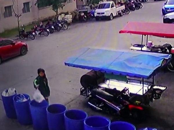 Người mẹ trẻ vứt hai bào thai sinh non vào thùng rác - Ảnh 2