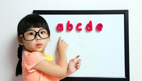 Học toán và ngoại ngữ sớm ở trẻ em để phát triển tư duy: Cha mẹ nên dạy như thế nào? - Ảnh 1