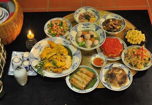 Sự kết hợp của nhiều món ăn và các loại thực phẩm sẽ giúp bữa ăn thêm ngon miệng và giàu dinh dưỡng