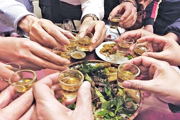 Gia tăng số ca nhập viện vì bia rượu trước và sau Tết Nguyên đán - Ảnh 1