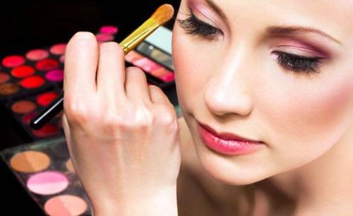 Thành phần độc hại trong mỹ phẩm bạn cần tránh không nên mua - Ảnh 1