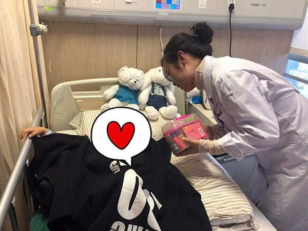 Mẹ phát hiện con gái 3 tuổi bị ung thư vú nhờ những nốt đỏ - Ảnh 2
