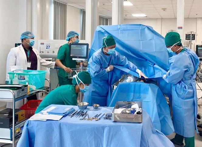 Phẫu thuật tim tại giường bệnh cho bé gái sơ sinh chỉ nặng 600 gram - Ảnh 2