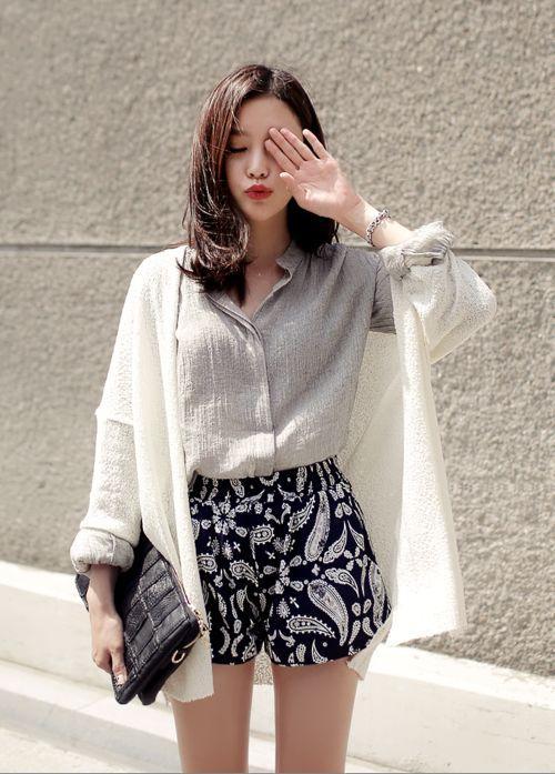 Phối quần áo với áo len dáng dài ngày thu nữ tính