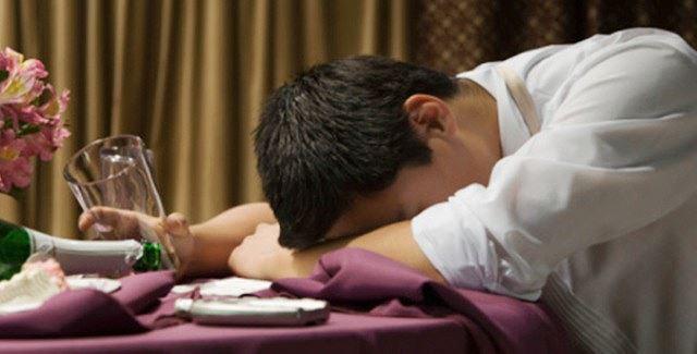 Người say rượu thường ngủ mê mệt, không ý thức được tư thế mình ngủ có tốt cho sức khỏe hay không