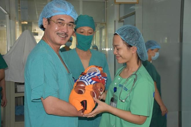 2 bệnh viện cứu sống 2 mẹ con bệnh nhân nguy cơ tử vong cao do hẹp khí quản - Ảnh 3