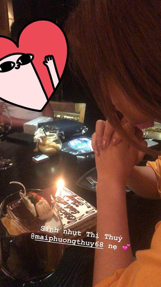 Sau tiệc sinh nhật với hội bạn toàn mĩ nhân, Mai Phương Thuý tiếp tục vui tuổi mới với hội bạn Hoa hậu - Ảnh 2
