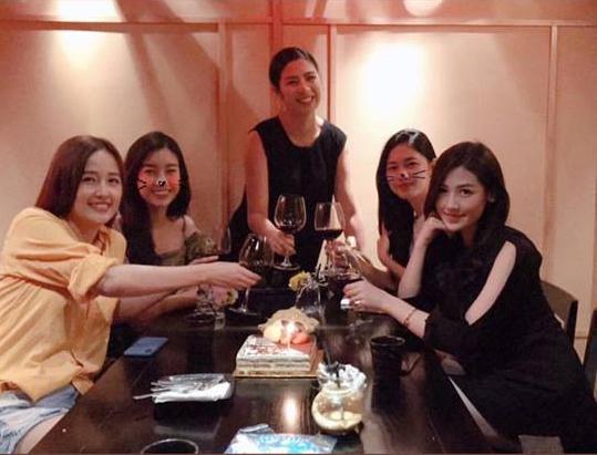 Sau tiệc sinh nhật với hội bạn toàn mĩ nhân, Mai Phương Thuý tiếp tục vui tuổi mới với hội bạn Hoa hậu - Ảnh 1
