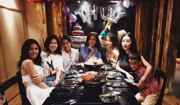 Sau tiệc sinh nhật với hội bạn toàn mĩ nhân, Mai Phương Thuý tiếp tục vui tuổi mới với hội bạn Hoa hậu - Ảnh 4