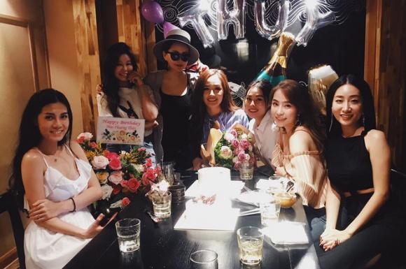 Sau tiệc sinh nhật với hội bạn toàn mĩ nhân, Mai Phương Thuý tiếp tục vui tuổi mới với hội bạn Hoa hậu - Ảnh 5