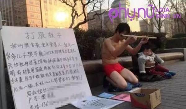 Cảm động ông bố cởi trần cho người lạ đánh vào mông để quyên tiền chữa bệnh cho con - Ảnh 2