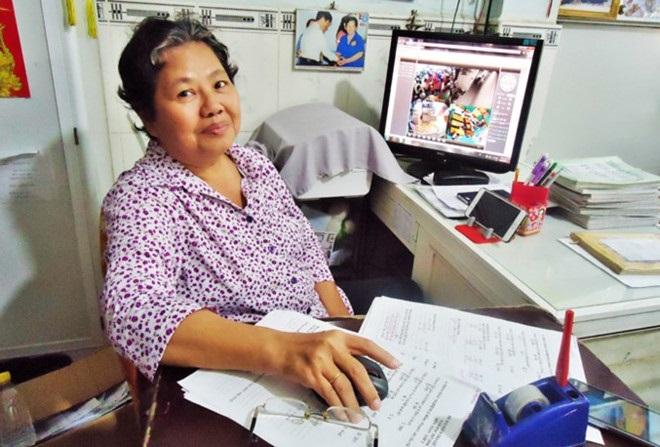 Câu chuyện xúc động ngày 20/11: Cô giáo không chồng nuôi giấc mơ đến lớp cho học sinh nghèo suốt 27 năm - Ảnh 1