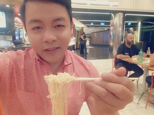 Ví mình như 'thằng ăn cắp',  nghệ sĩ Chí Trung vạch trần nỗi khổ của nghệ sĩ Việt khi lưu diễn nước ngoài - Ảnh 5