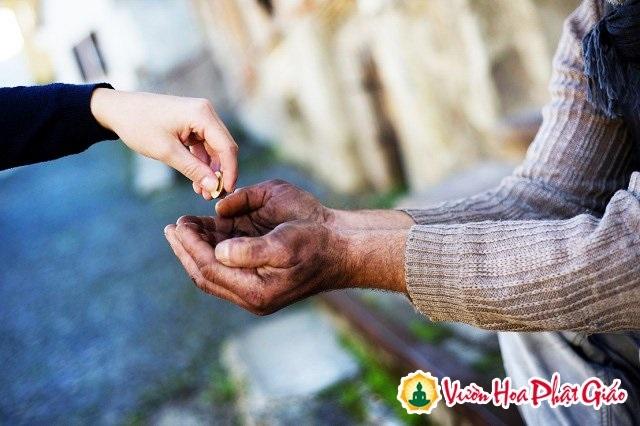Nghĩ về từ thiện & bố thí - Ảnh 1