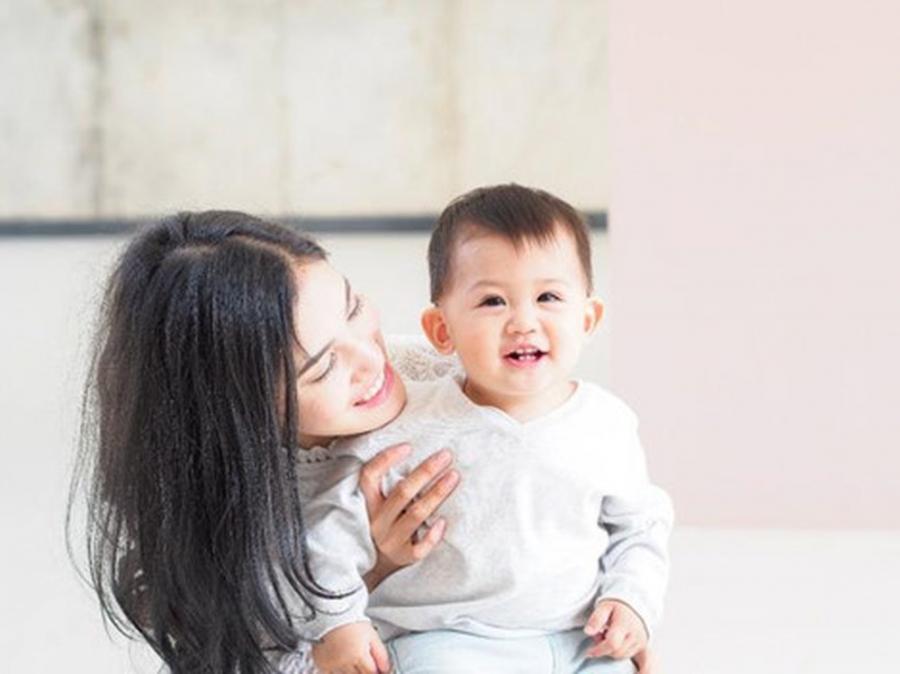 Điểm chung nuôi dạy con thành công của những người mẹ nổi tiếng - Ảnh 4