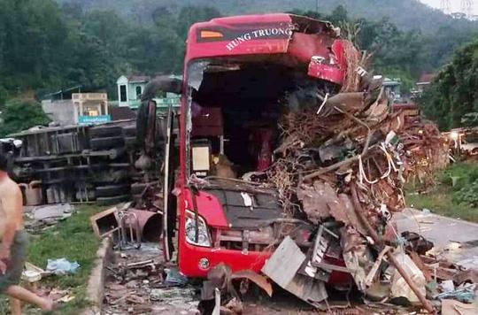 Thông tin mới nhất vụ tai nạn xe khách kinh hoàng ở Hòa Bình: Đã có 4 người tử vong, 41 người bị thương - Ảnh 1