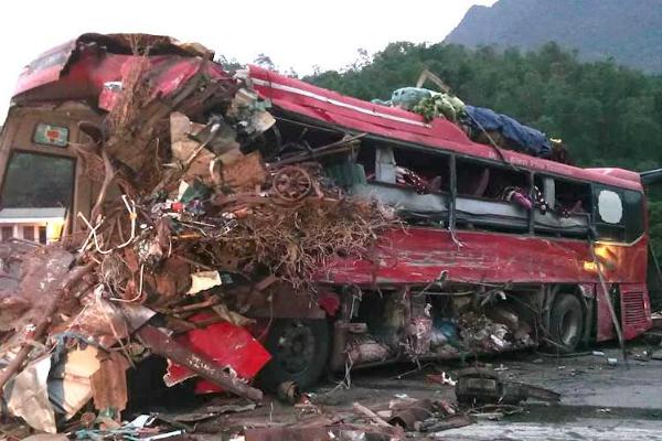 Thông tin mới nhất vụ tai nạn xe khách kinh hoàng ở Hòa Bình: Đã có 4 người tử vong, 41 người bị thương - Ảnh 3