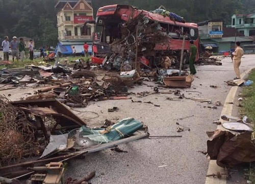Kinh hoàng xe phế liệu tông xe giường nằm ở Hòa Bình, xác định danh tính 3 người chết, gần 40 nạn nhân bị thương - Ảnh 2