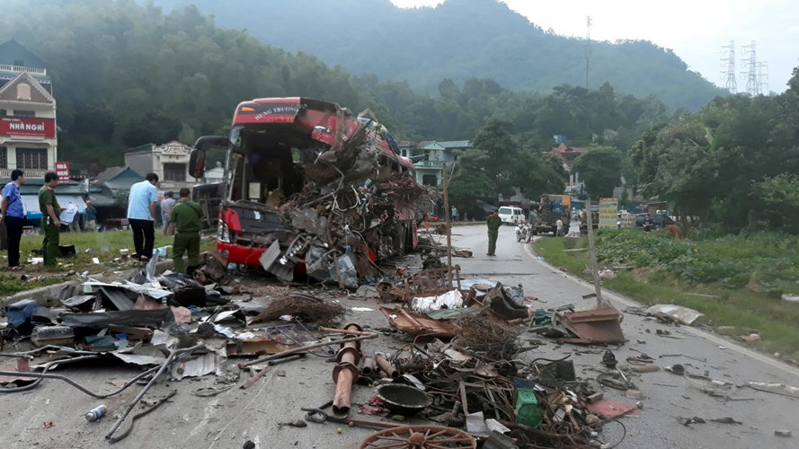 Kinh hoàng xe phế liệu tông xe giường nằm ở Hòa Bình, xác định danh tính 3 người chết, gần 40 nạn nhân bị thương - Ảnh 3