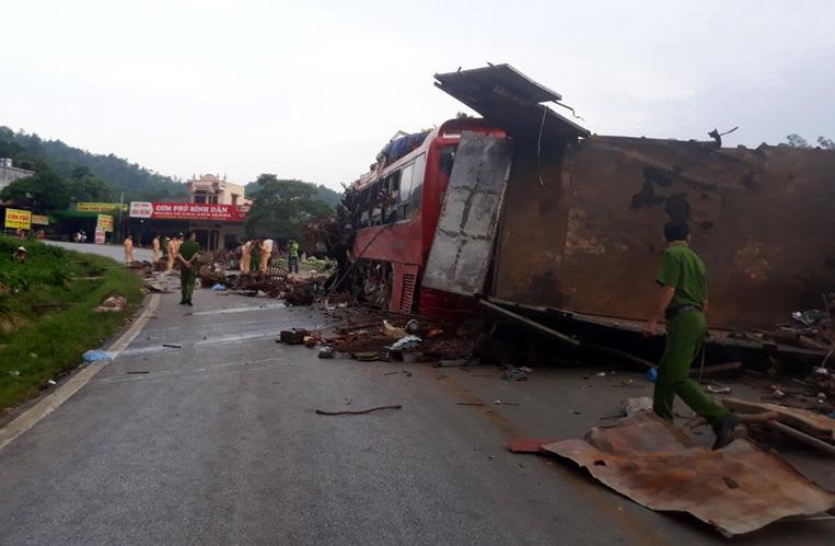 Kinh hoàng xe phế liệu tông xe giường nằm ở Hòa Bình, xác định danh tính 3 người chết, gần 40 nạn nhân bị thương - Ảnh 5