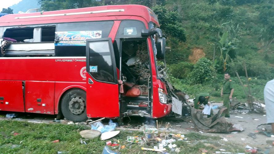 Kinh hoàng xe phế liệu tông xe giường nằm ở Hòa Bình, xác định danh tính 3 người chết, gần 40 nạn nhân bị thương - Ảnh 6