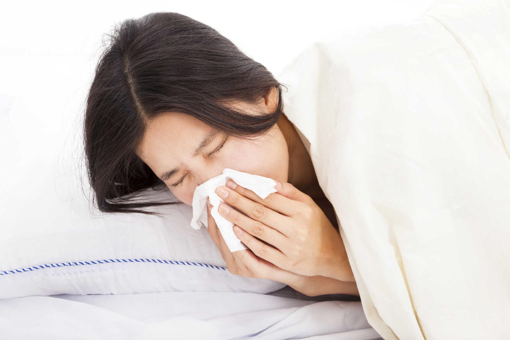 Khi bị cảm lạnh, hãy luôn giữ khoảng cách với người khác để phòng ngừa tình trạng lây lan