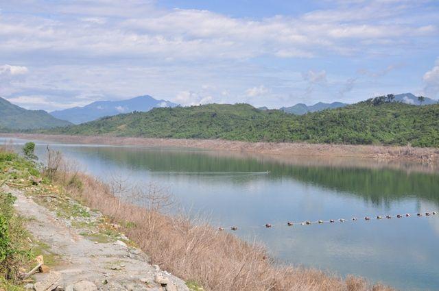 Quảng Nam:  Công an thông tin về bộ xương người mất đầu ở lòng hồ thủy điện - Ảnh 1