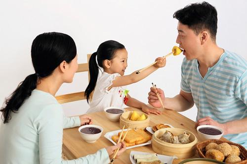 Bác sĩ Nhi mách cha mẹ tuyệt chiêu bất ngờ giúp trẻ thích ăn rau - Ảnh 2