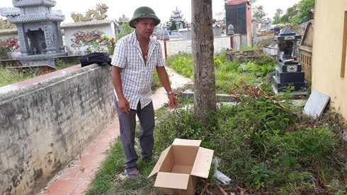 Thanh Hóa: Phát hiện thi thể bé gái bị bỏ trong thùng giấy giữa nghĩa trang - Ảnh 1