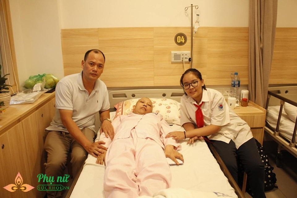 Cảm phục tình yêu của người đàn ông Hà thành hơn 2000 ngày cùng vợ ung thư giành giật sự sống  - Ảnh 1