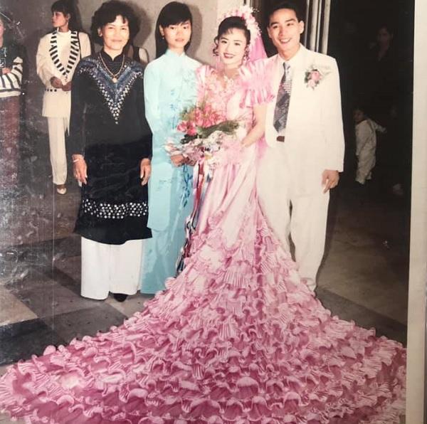 Khoe ảnh cưới bố mẹ thập niên 90: Cô dâu cực xinh, chú rể phong độ khiến dân mạng trầm trồ - Ảnh 3