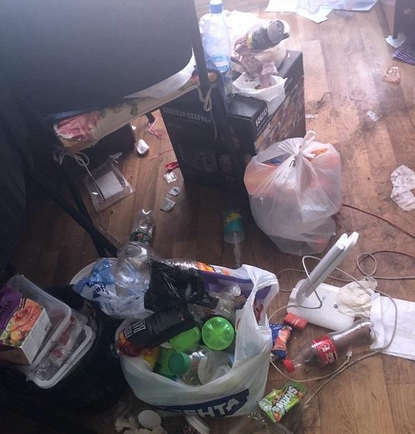 Dân mạng phát khiếp phòng trọ như 'bãi rác'  của 3 nữ du học sinh - Ảnh 2