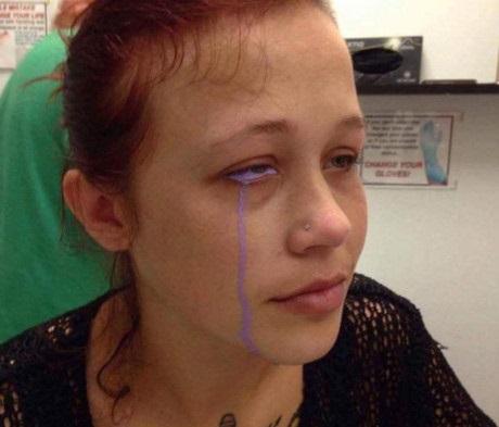 Cảnh giác trước những trào lưu làm đẹp: Tiết lộ sự thật kinh hoàng phía sau sự việc cô gái khóc ra nước mắt màu tím - Ảnh 2