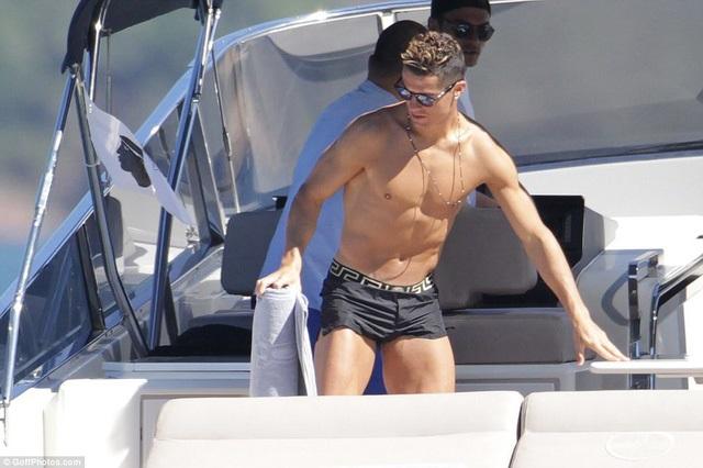 Nghi vấn bạn gái Ronaldo mang bầu - Ảnh 7
