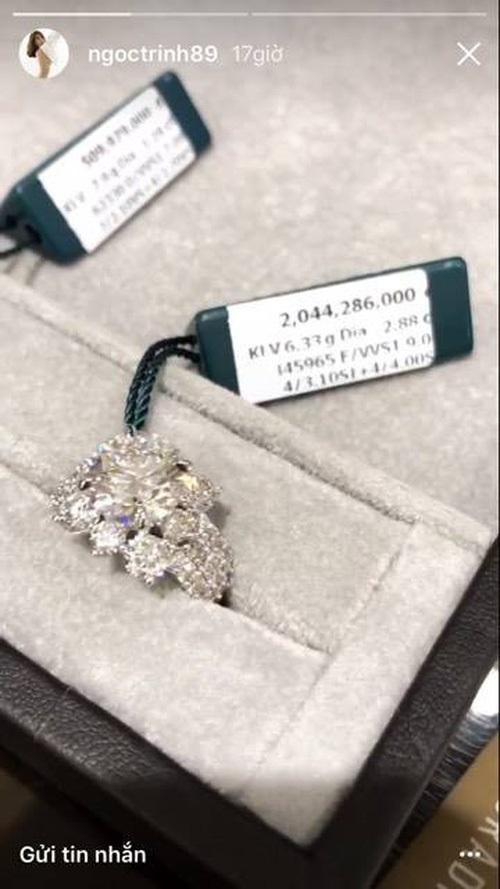 Sinh nhật tuổi 28, Ngọc Trinh khoe đồng hồ nạm kim cương lấp lánh, trị giá cả tỷ đồng khiến dân mạng 'lác mắt' - Ảnh 3