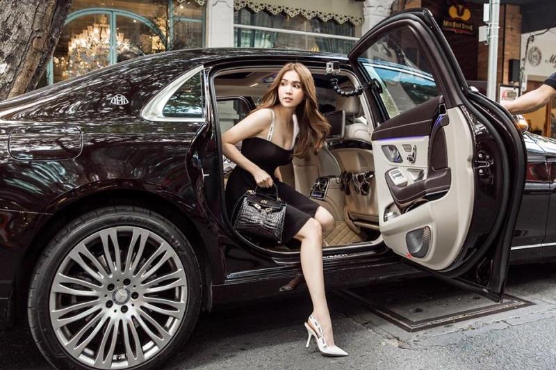 Ngọc Trinh khoe tài sản khổng lồ khi mua xe hơn chục tỷ