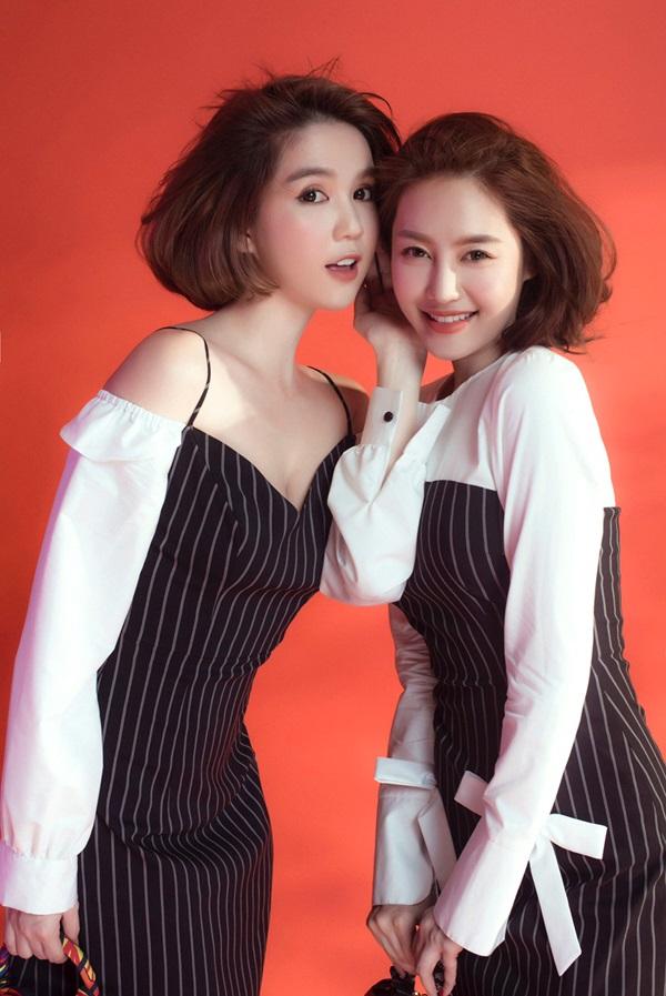 Ngọc Trinh - Linh Chi rủ nhau buông cúc áo, hờ hững khoe vòng 1