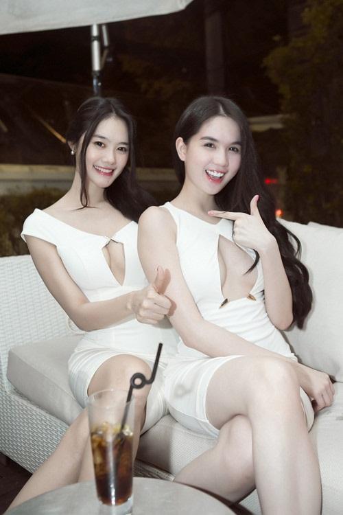 Khe ngực hút mắt người đối diện của mỹ nhân Việt - Ảnh 7