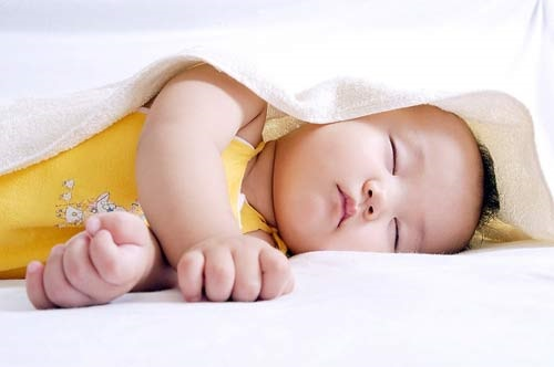 Nhìn tư thế ngủ - đoán tính cách và trí thông minh của bé trong tương lai - Ảnh 3