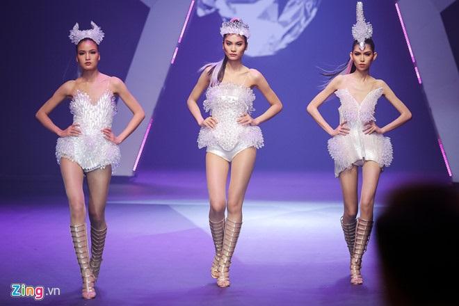 Chung kết Next Top Model 2017: Bộ xương di động của người đẹp Cao Ngân