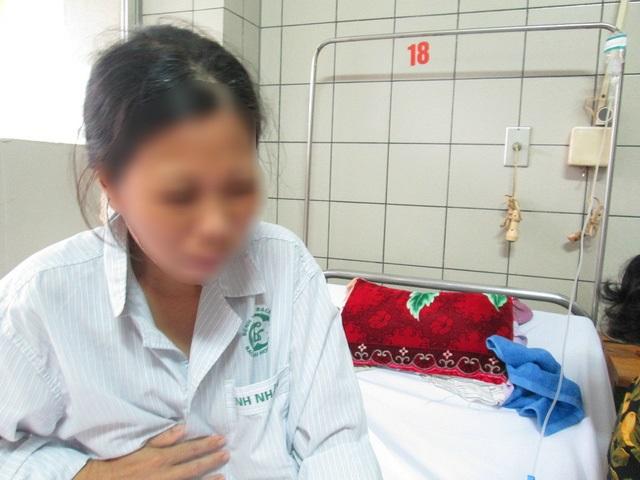 Xót xa cảnh người phụ nữ mang trong người 4 căn bệnh quái ác, mới cưới 10 ngày đã bị chồng đánh dúi đầu xuống ruộng - Ảnh 1