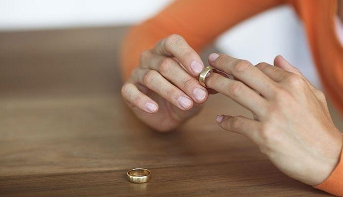 Hỡi các cặp vợ chồng: Đừng để hôn nhân đi đến ngõ cụt chỉ vì những lý do 'ngớ ngẩn' này - Ảnh 1