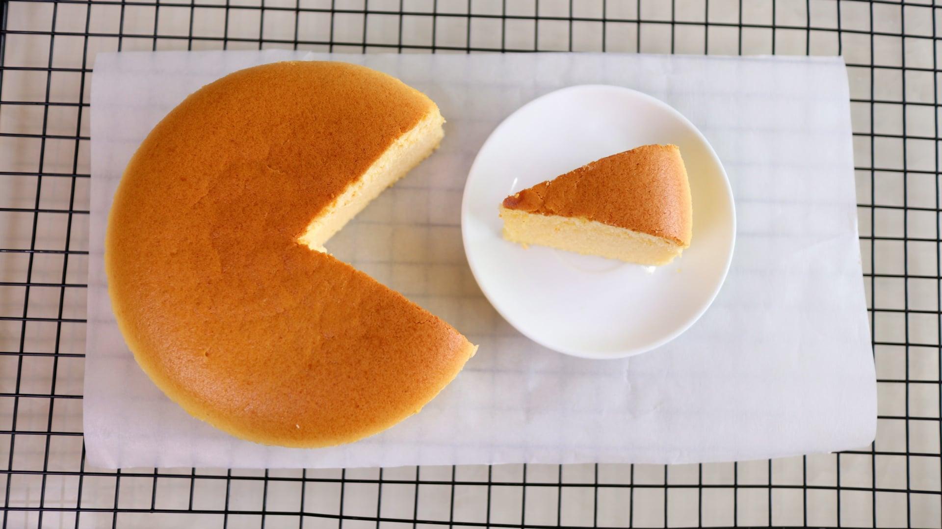Mê mẩn bánh bông lan phô mai Nhật Bản mềm xốp béo mịn - công thức lại đơn giản vô cùng - Ảnh 2
