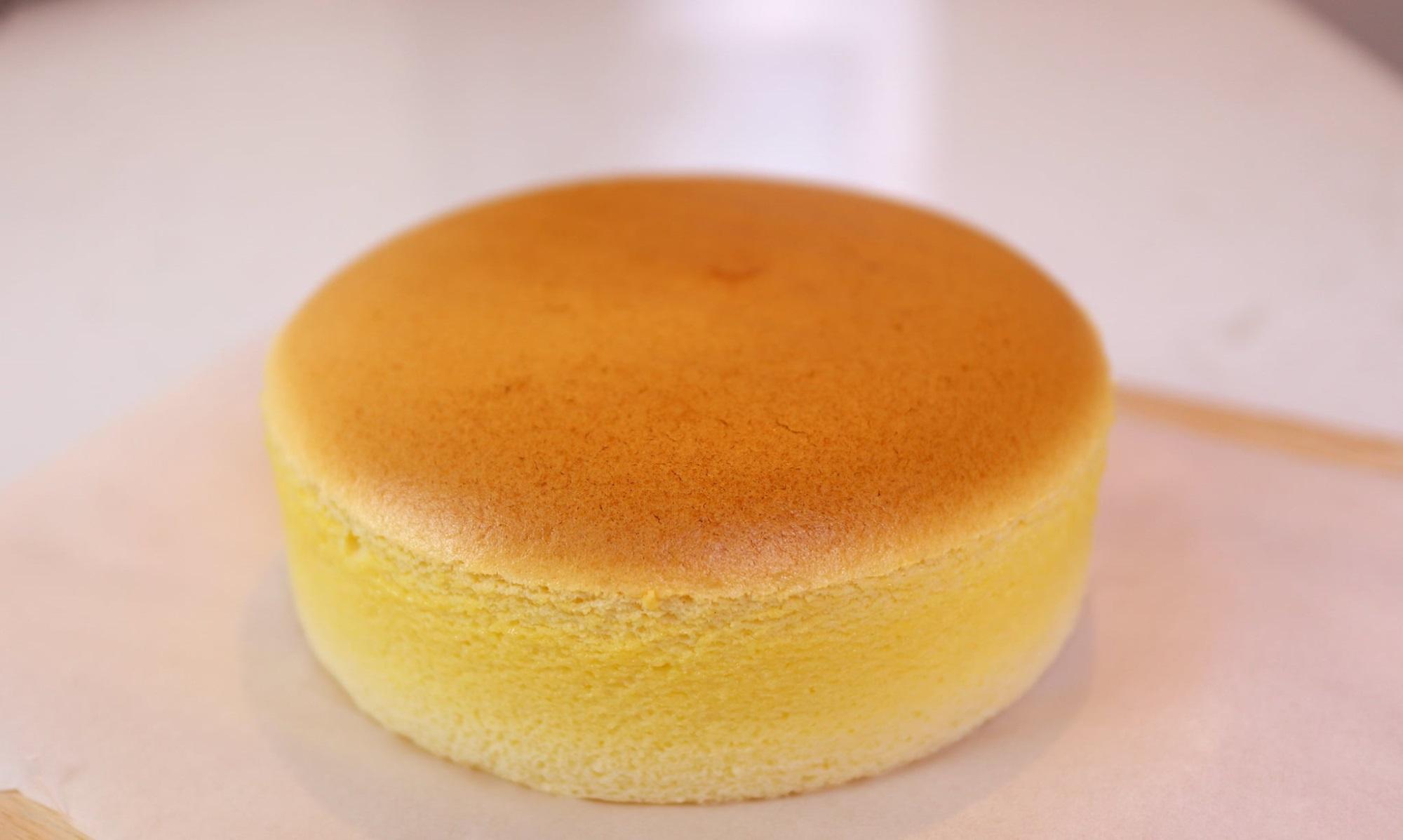 Mê mẩn bánh bông lan phô mai Nhật Bản mềm xốp béo mịn - công thức lại đơn giản vô cùng - Ảnh 3