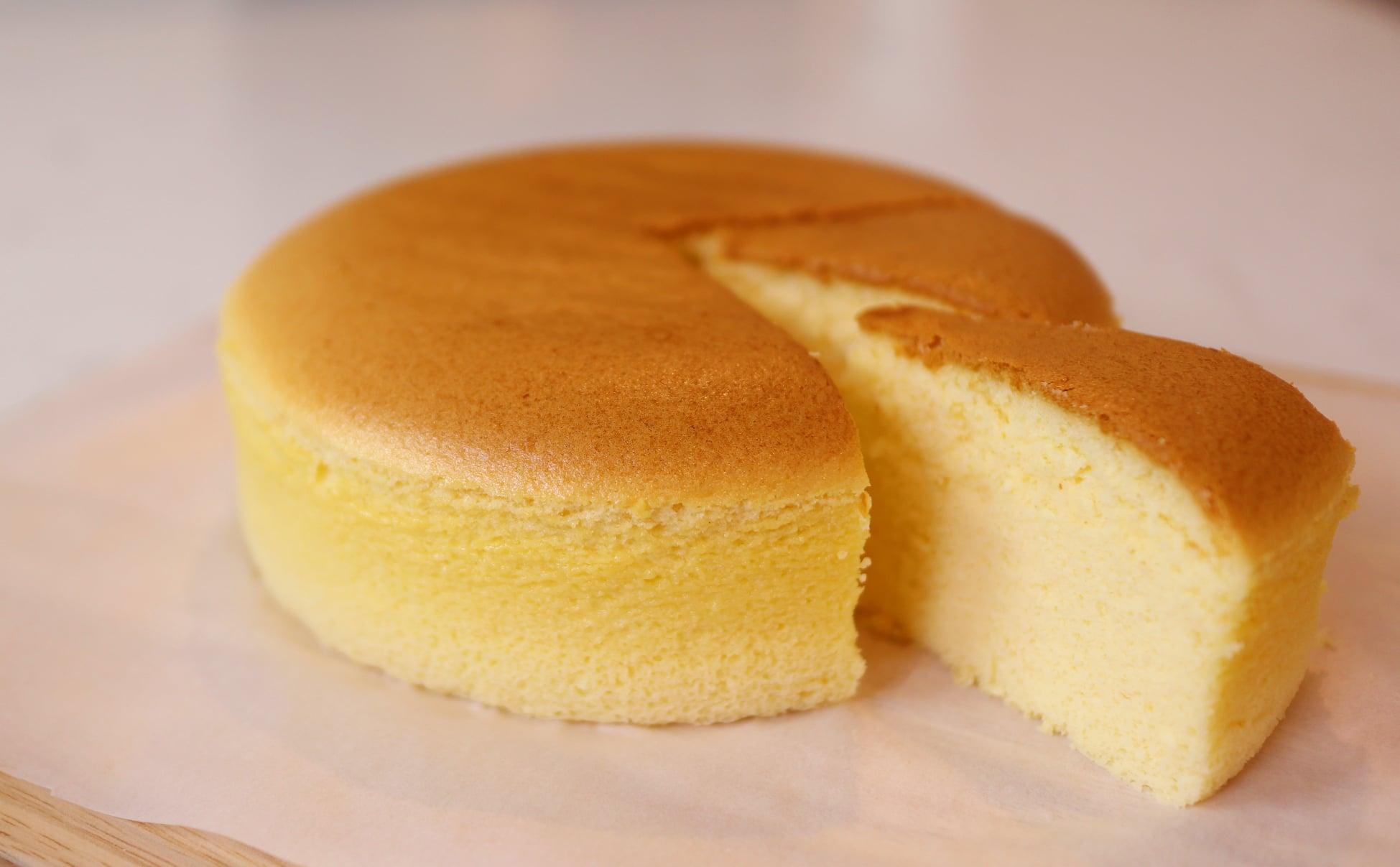 Mê mẩn bánh bông lan phô mai Nhật Bản mềm xốp béo mịn - công thức lại đơn giản vô cùng - Ảnh 1