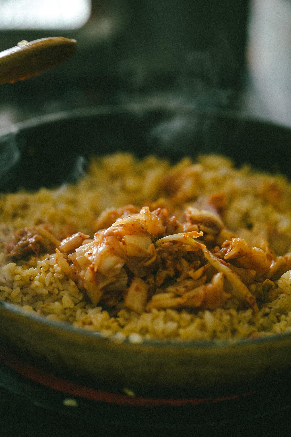 Fan mê mẩn ẩm thực Hàn Quốc thì phải ghé qua, làm và thưởng thức cơm rang kim chi nhanh thôi - Ảnh 3
