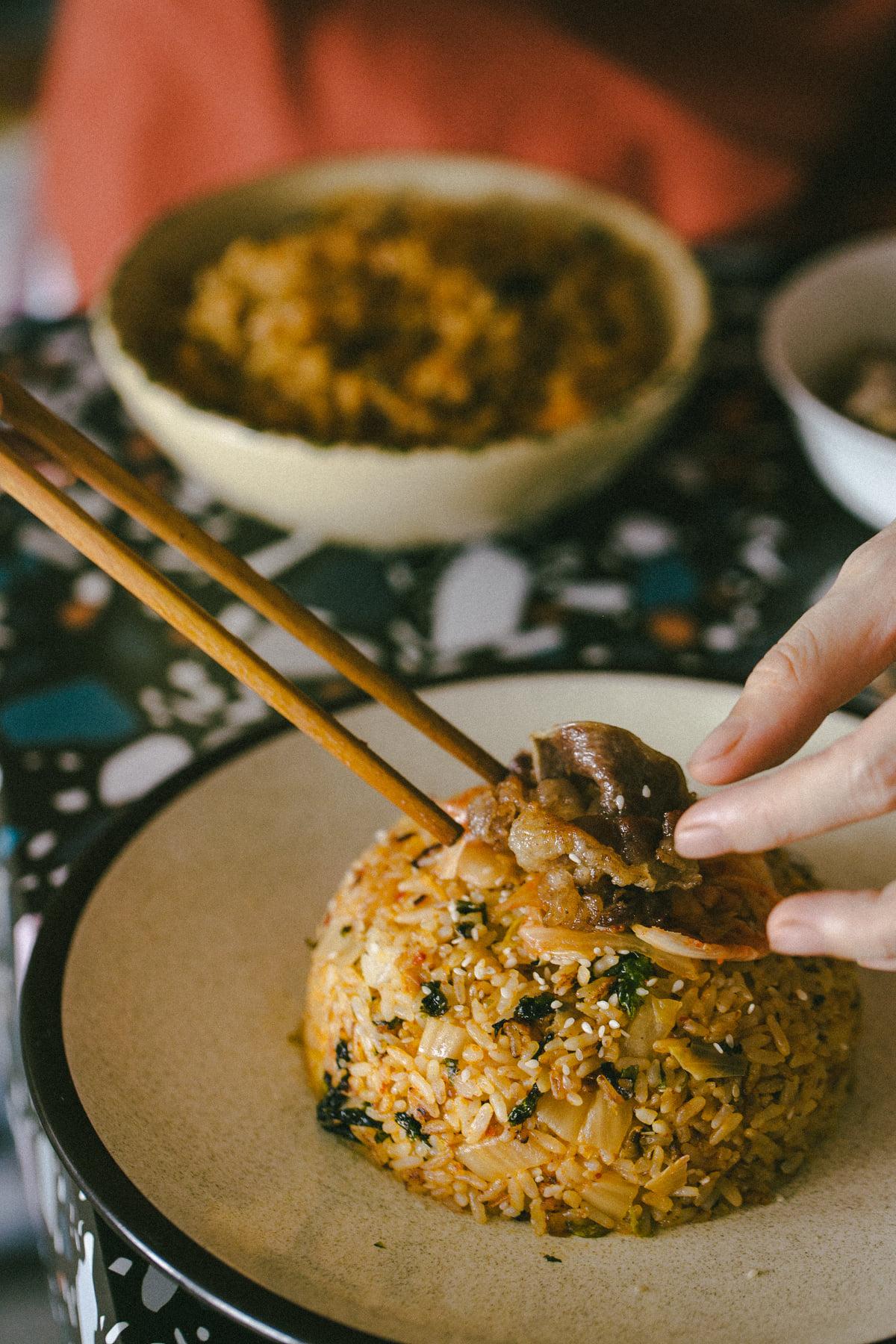 Fan mê mẩn ẩm thực Hàn Quốc thì phải ghé qua, làm và thưởng thức cơm rang kim chi nhanh thôi - Ảnh 5