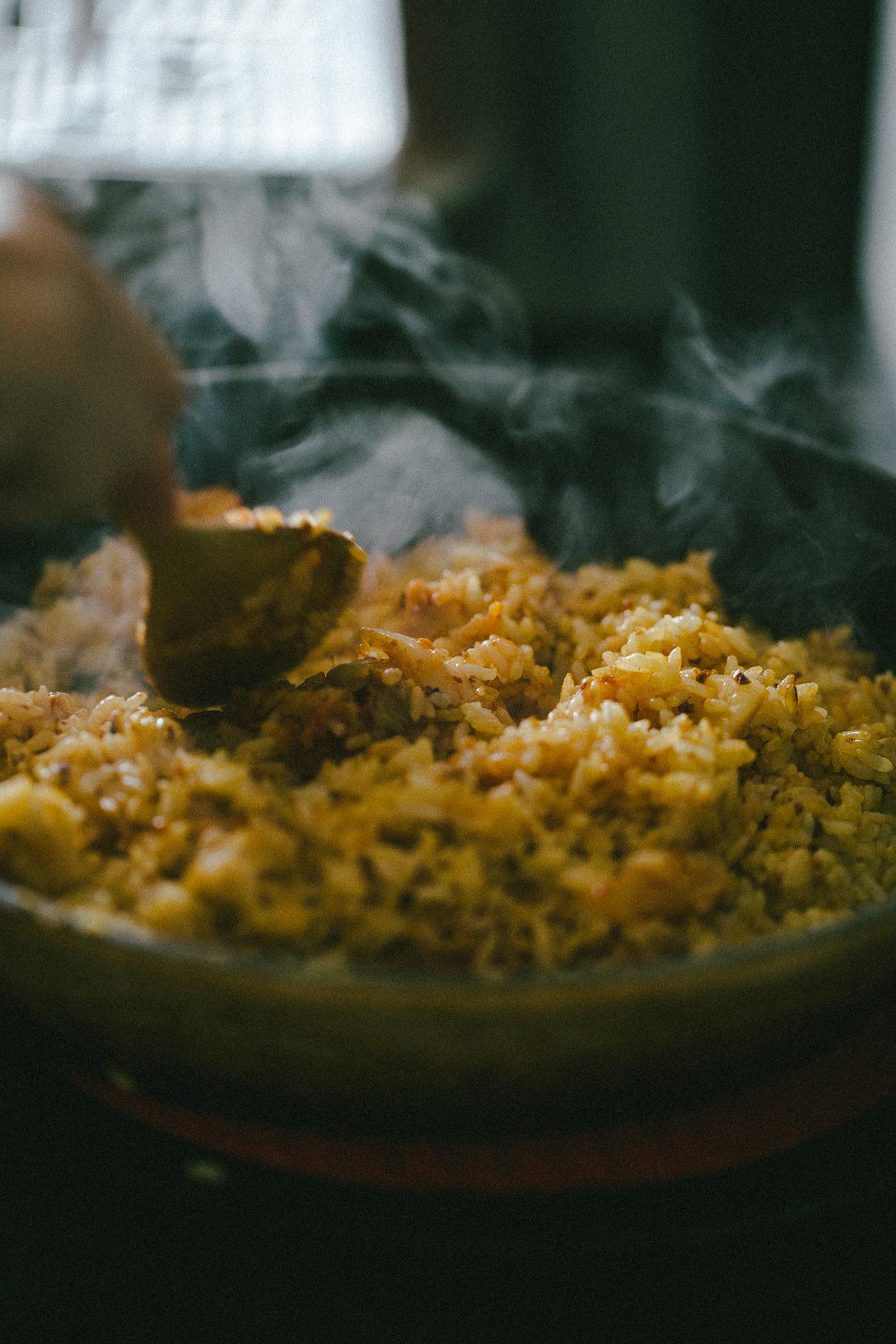 Fan mê mẩn ẩm thực Hàn Quốc thì phải ghé qua, làm và thưởng thức cơm rang kim chi nhanh thôi - Ảnh 2