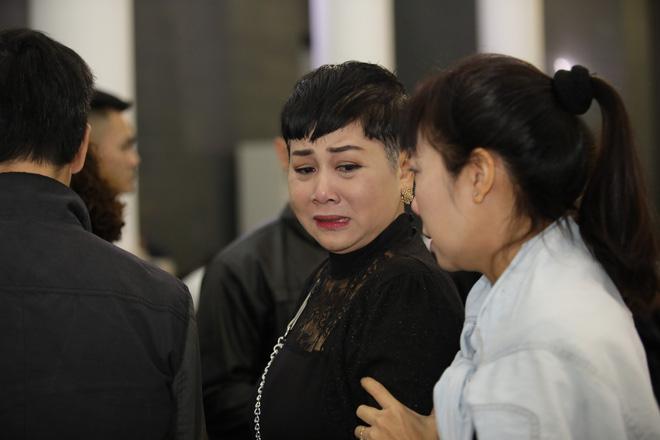 Nghệ sĩ Minh Hằng khóc nghẹn trước sự ra đi của một người bạn, đồng nghiệp thân thiết.