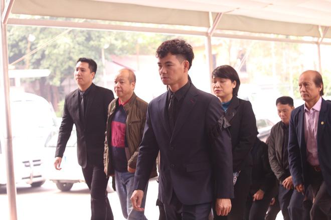 NSƯT Xuân Bắc dẫn đầu đoàn nghệ sĩ Nhà hát kịch Việt Nam đến tiễn đưa đồng nghiệp.